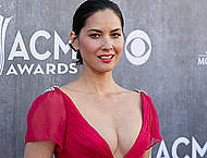 Olivia Munn shows sexy cleavage in red dress